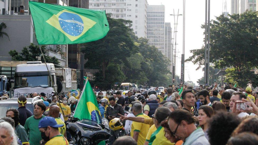Protestas en Brasil en contra del distanciamiento social.
