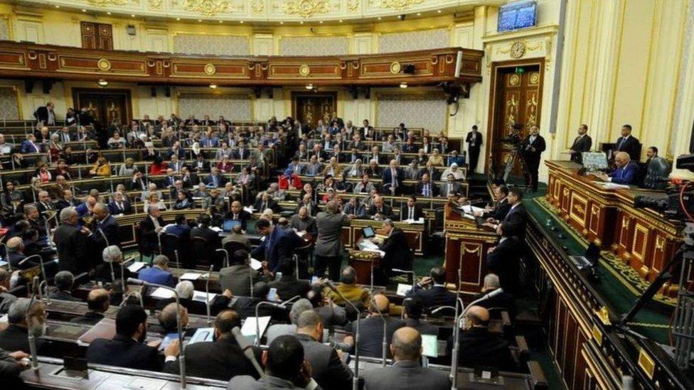 يتنافس المرشحون على 568 مقعدا في مجلس النواب