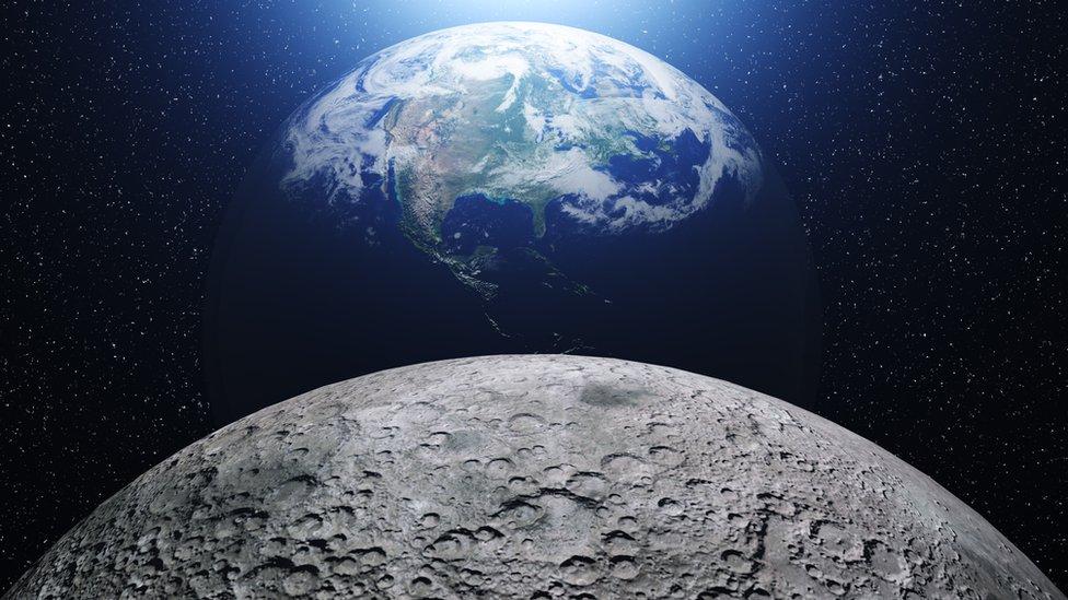 Tierra y Luna.