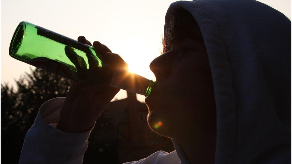 dete koja pije