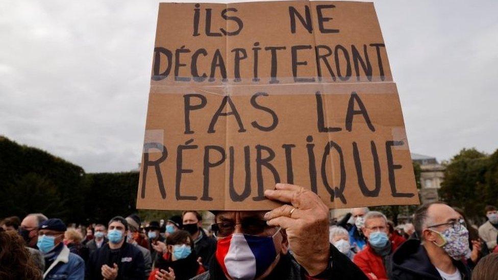 Paris'te bir pankart