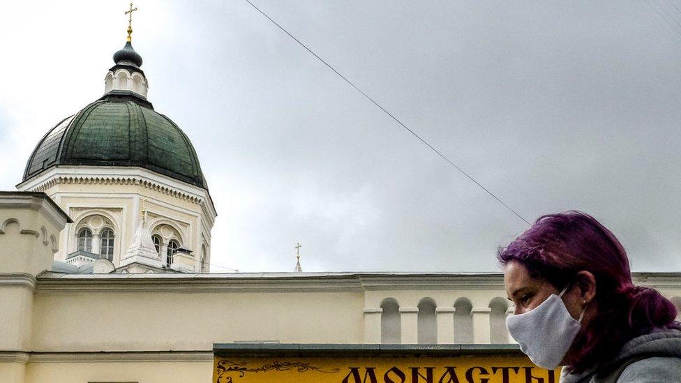 Коронавирус в России: число новых случаев растет девятый день подряд
