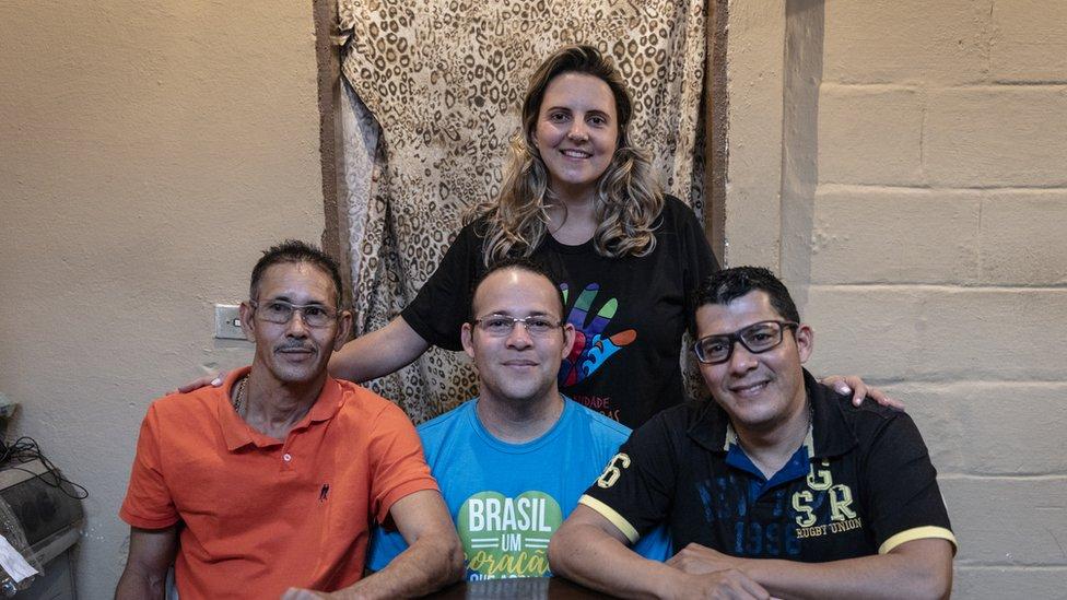 Joyce Simões con Héctor Antuare, Teoscar Ramon Mata y Luis Nelson Baena