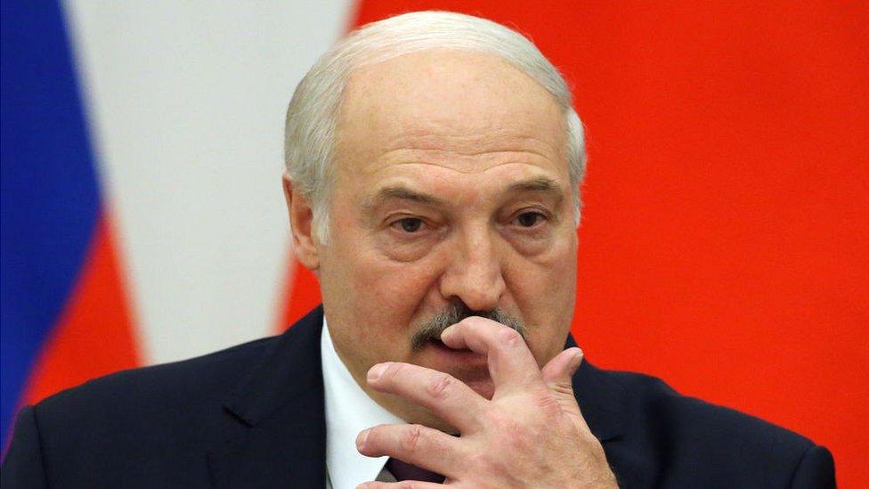 Дайджест: ЕС решает, как наказать Беларусь, а Чехия - что делать с президентом Земаном