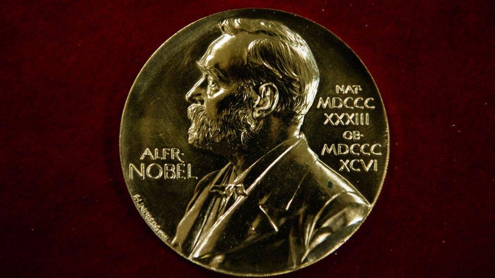 Medalla premio Nobel.