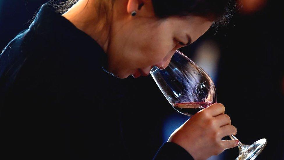 Вугрі на обличчі можуть виникати через алкоголь - ЗМІ