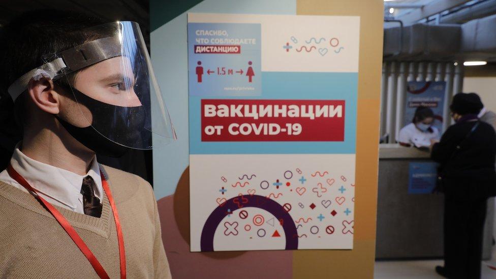 Коронавирус в России: менее 19 тысяч новых случаев и лекарство от создателя