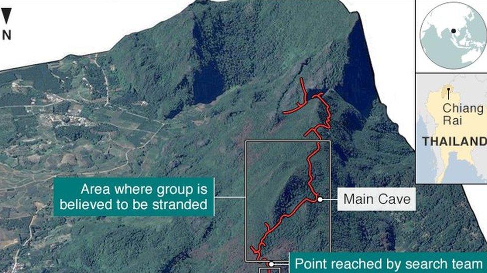 Tim berusaha mencari cara untuk masuk ke terowongan dari puncak bukit.