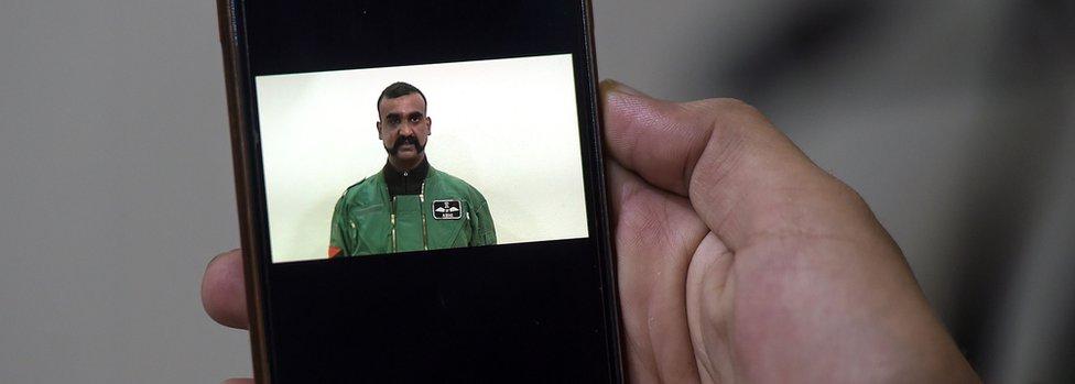 Pilot pesawat tempur India, Abhinandan Varthaman, yang dibebaskan oleh pihak Pakistan