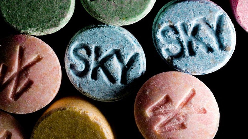 MDMA je naširoko postao poznat kao ekstazi, što je ulični naziv za ovu drgogu