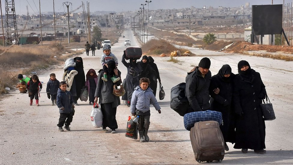 Displaced Syrian families arrive in the government-held eastern district of Jabal Badro, Aleppo (29 November 2016)