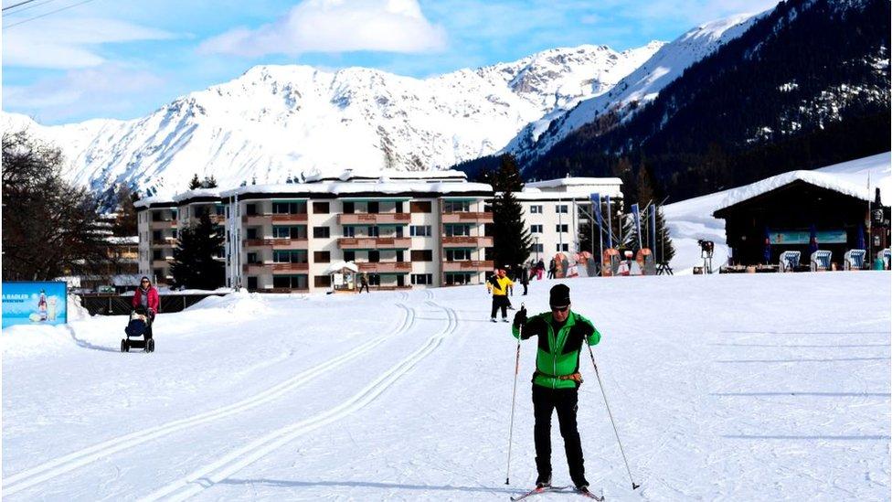 بالنسبة لمعظم الناس، دافوس هو منتجع للتزلج