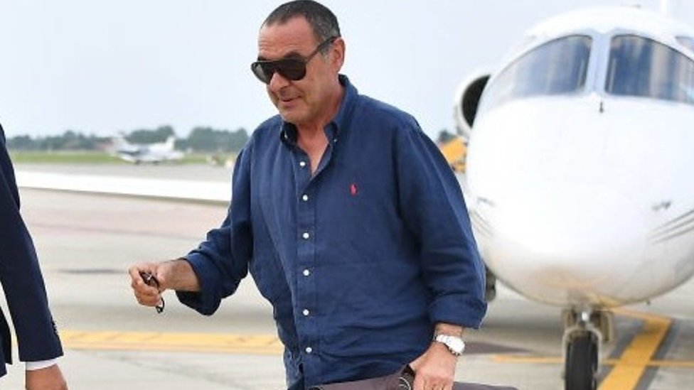 Juventus: Maurizio Sarri unveiled in Italy with joke about pitch side clothing