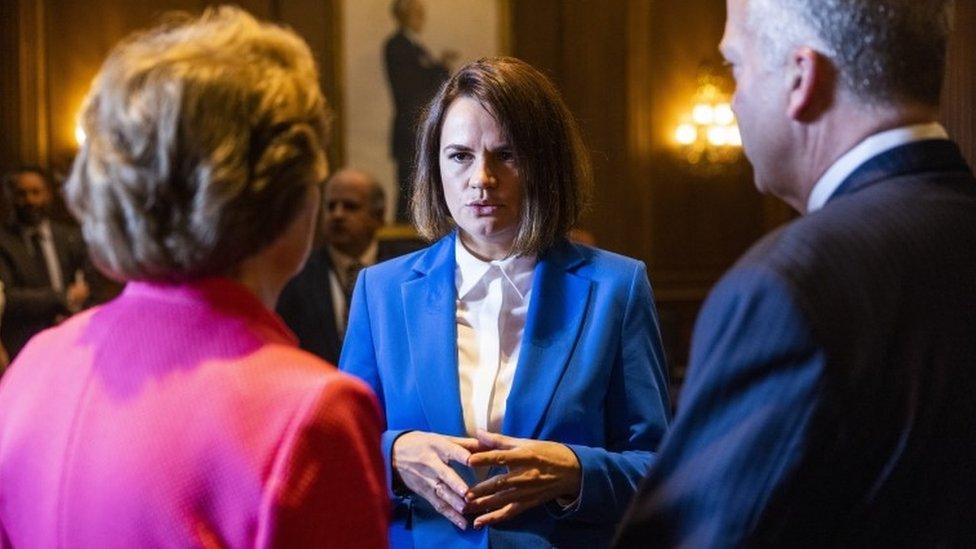 Дайджест: Тихановская в Белом доме; Сенат начал принимать инфраструктурный пакет Байдена