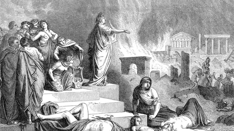 Nerón supuestamente tocaba el violín mientras Roma ardía.