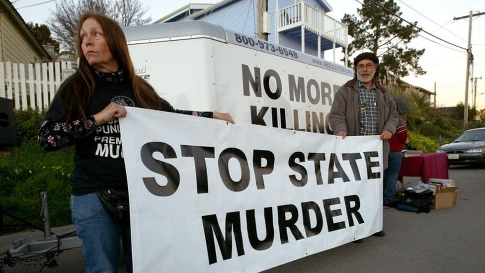 Protesters against the death penalty outside the California State Prison at San Quentin (file photo)
