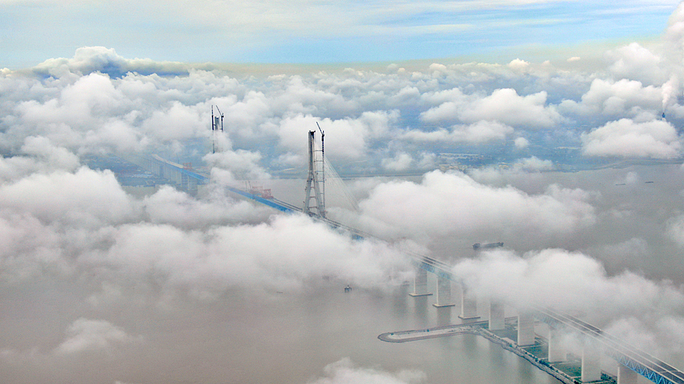 Yangtze bridge under construction