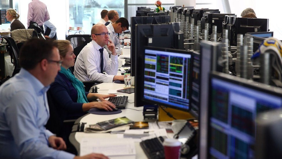 FTSE 100 extends string of record rises