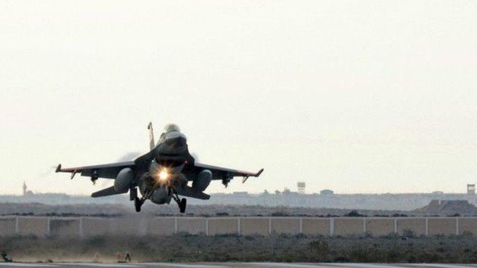 يستخدم الجيش المصري مقاتلات اف 16 الأمريكية