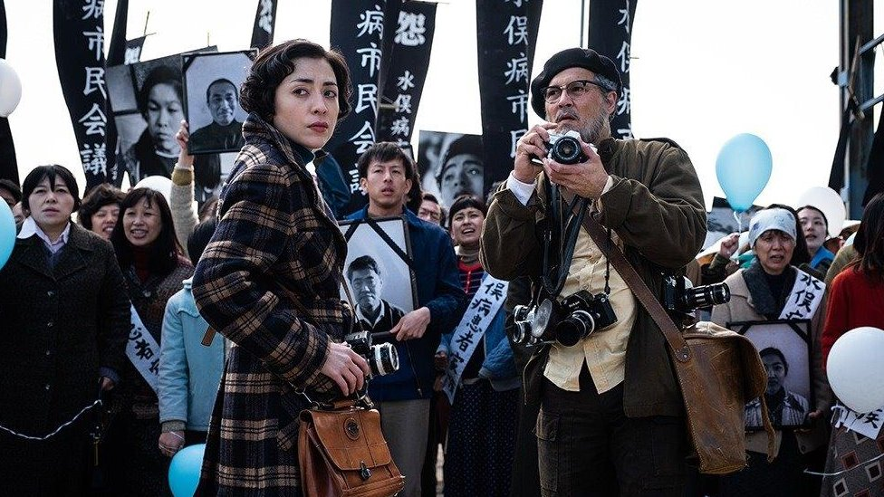 Džoni Dep pored japanske glumice Minami u filmu Minamata
