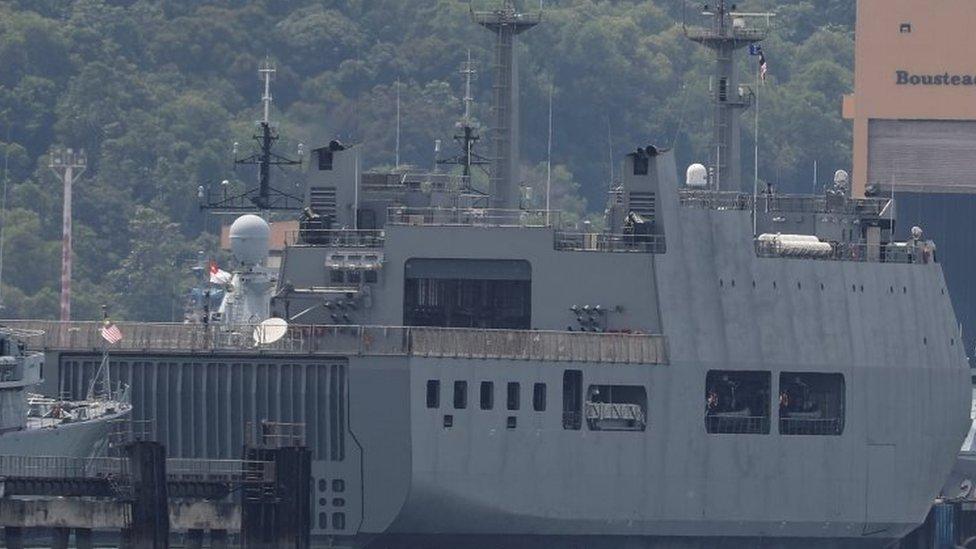 Kapal AL Myanmar yang dikirimkan junta untuk mengembalikan para migran.