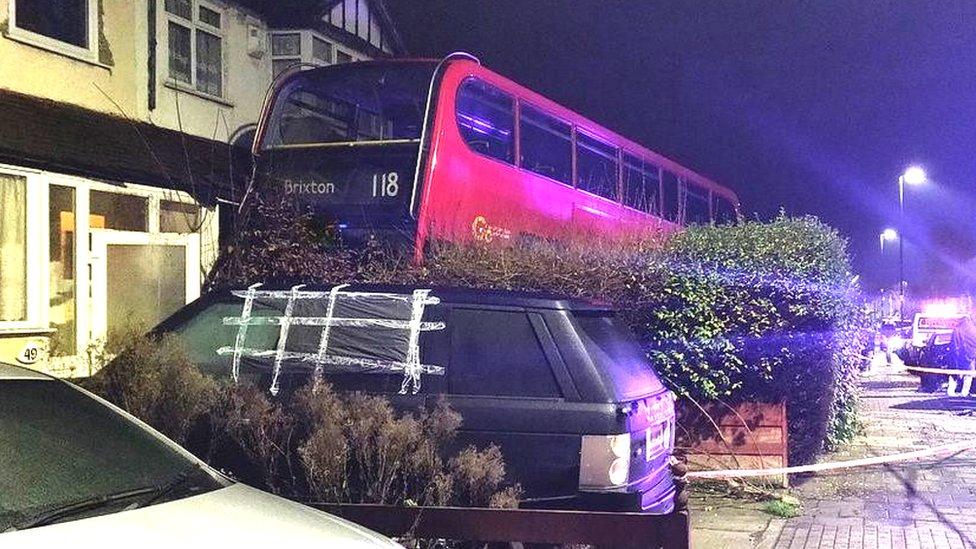 Autobus udario u kuću, London, decembar 2018.