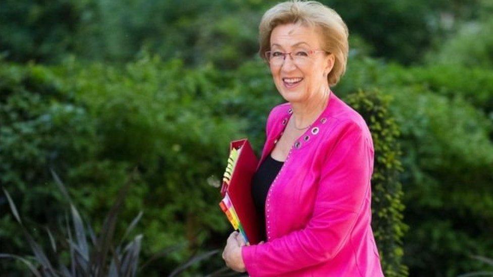 ब्रिटेन : हाउस ऑफ कॉमन्स की नेता एंड्रिया लेडसम का इस्तीफ़ा