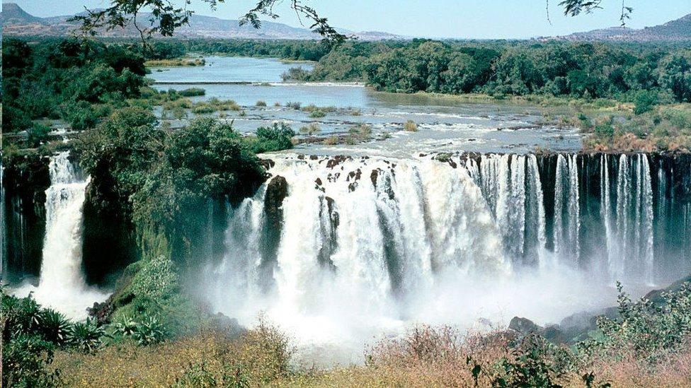 تأتي معظم مياه النيل الأزرق من روافد تأتي من المرتفعات الإثيوبية
