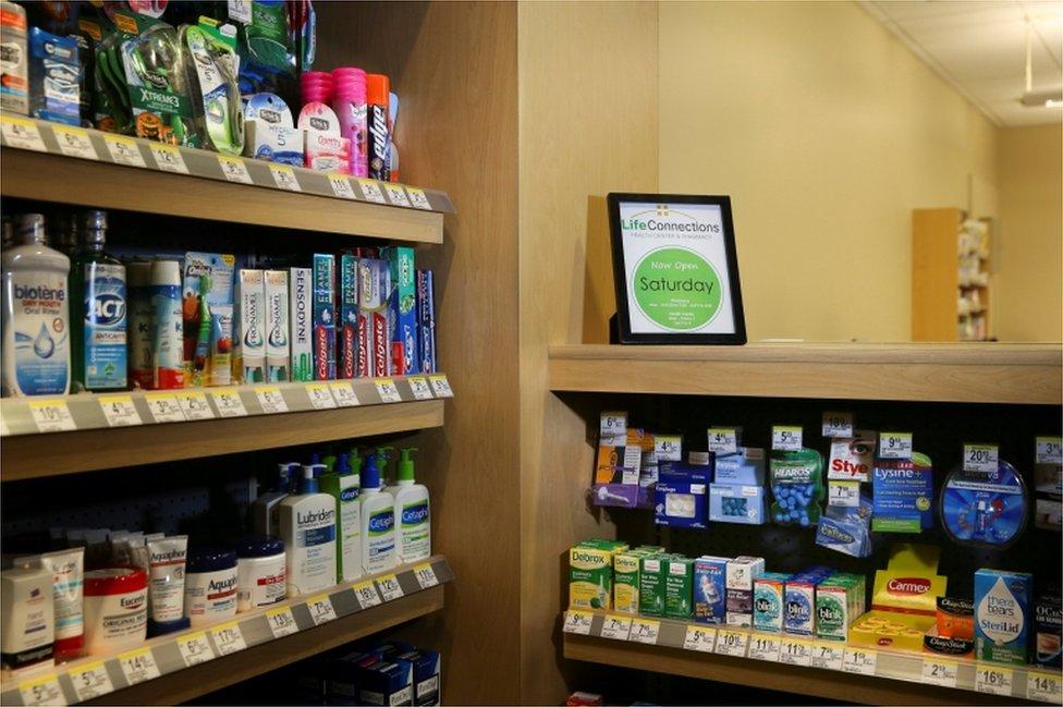 El interior de una farmacia operada por Walgreens se ve en una clínica de salud de Cisco en San José, California.
