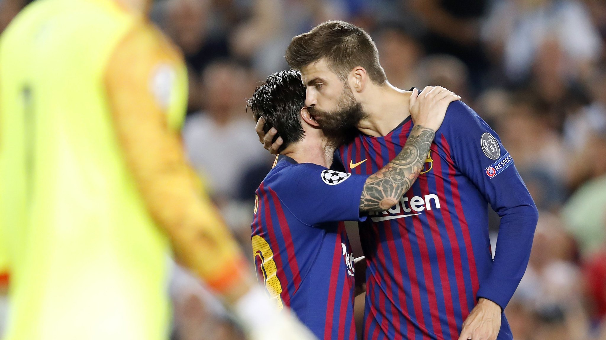 Pique rescues point for Barca against Girona