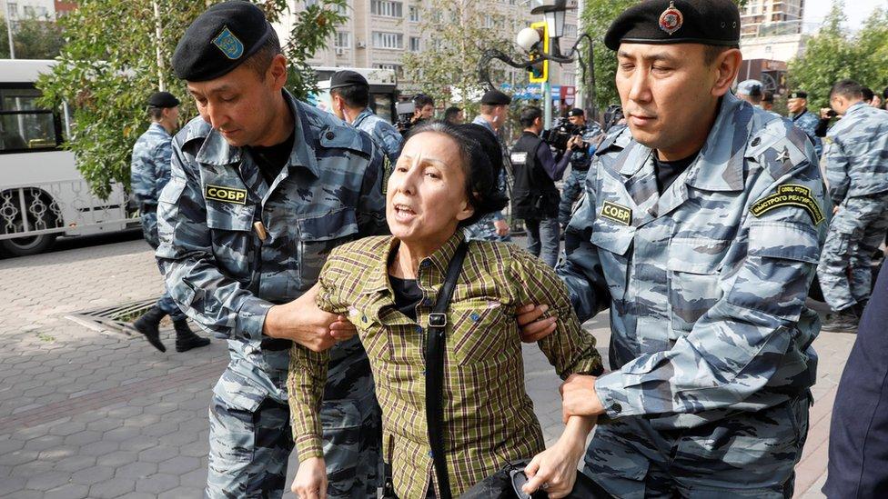 У Казахстані протестували проти експансії Китаю. Десятки людей затримали