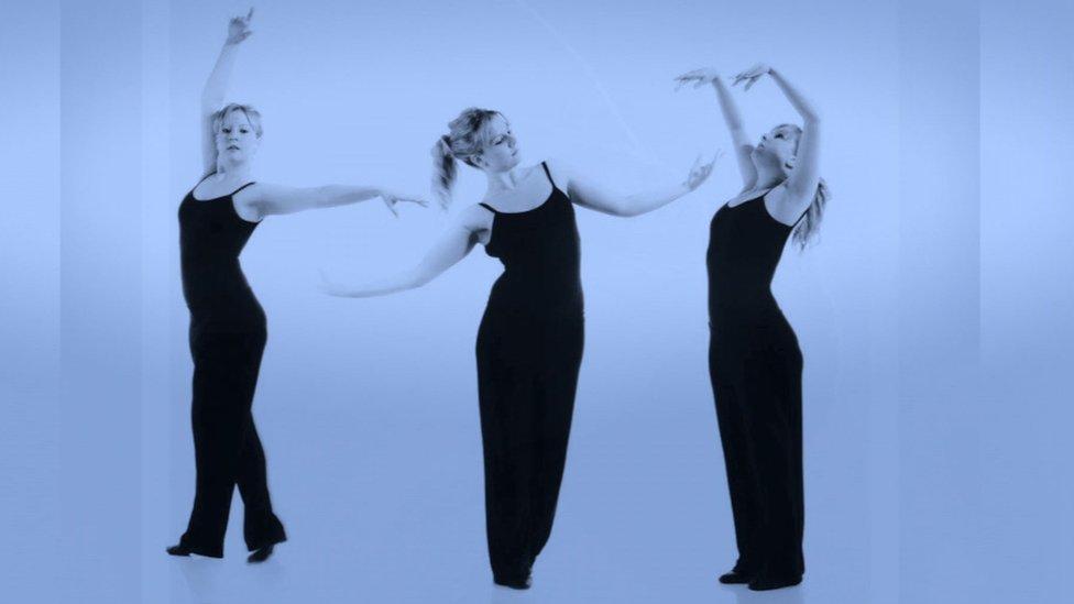 Catrina Farnell bailando