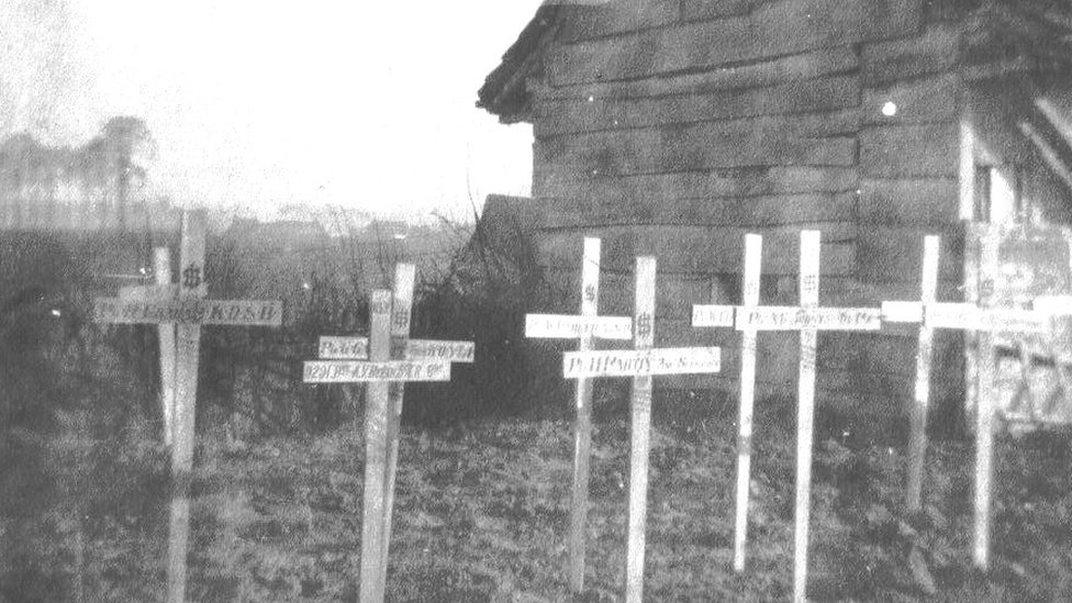 WW1 grave markers
