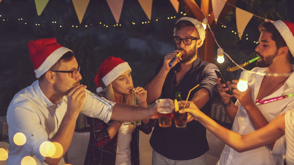 Gente bebiendo