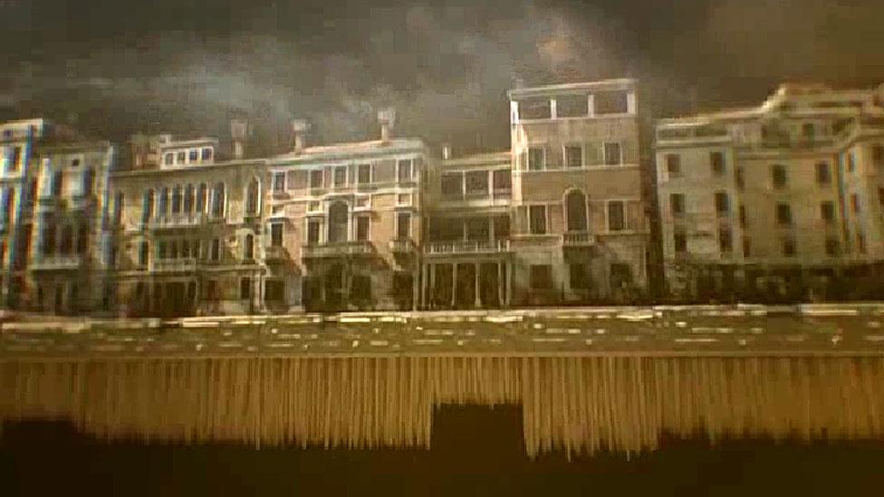 Vista de Venecia arriba y debajo del agua
