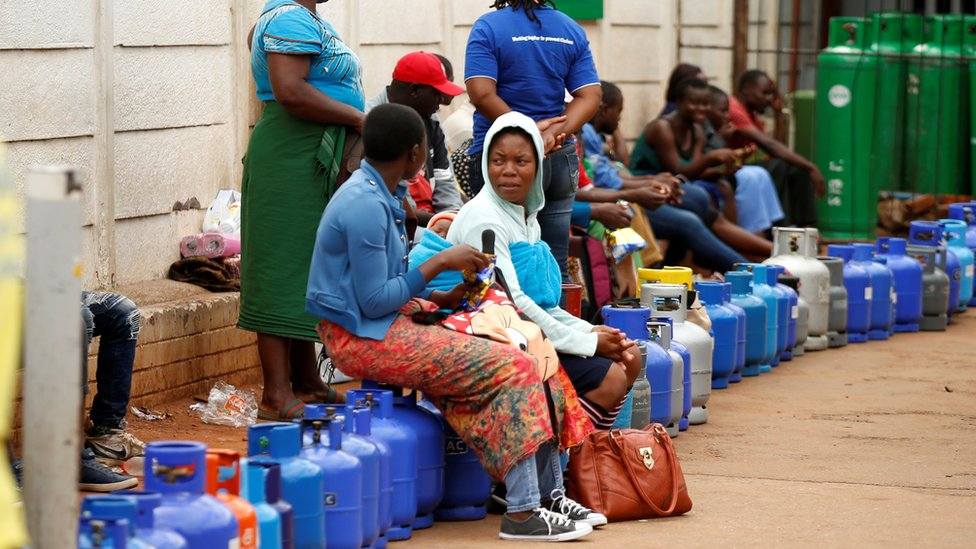 People queue for gas in Harare, Zimbabwe, 20 January 2019