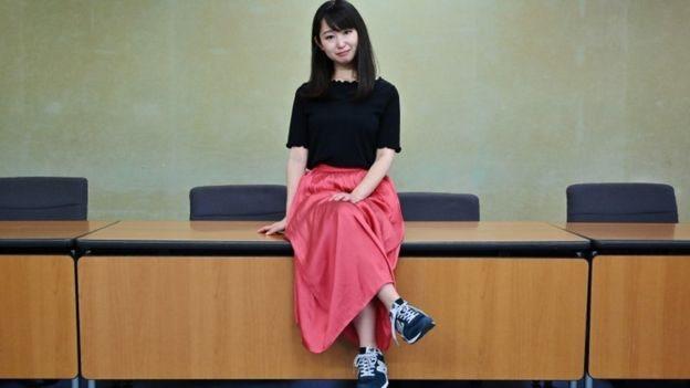 الكاتبة والممثلة اليابانية يومي إيشيكاوا قدمت التماسا للحكومة اليابانية في يونيو/حزيران الماضي تطالب فيه بإنهاء أكواد الملابس في اليابان