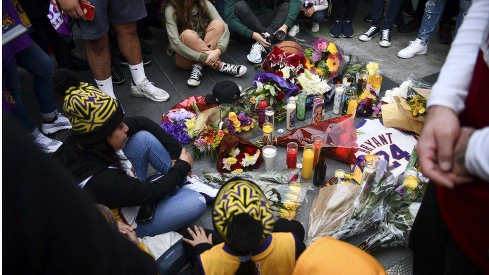 Fanovi su ovih dana postavljali sveće ispred murala Kobija Brajanta u Los Anđelesu