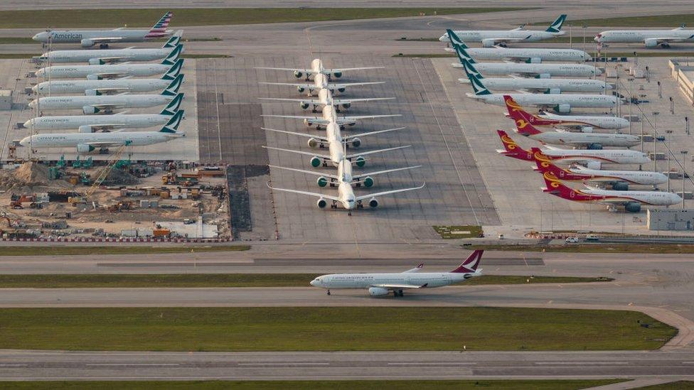 香港國際機場停機坪上的閒置客機(12/4/2020)