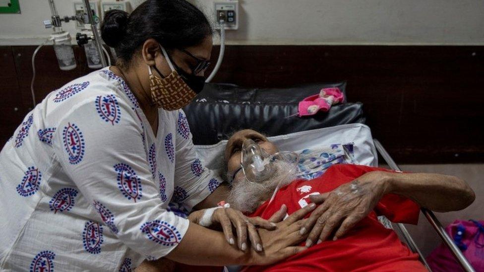 Hastanede bir baba kız.