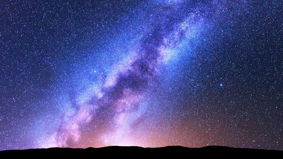 Vía Láctea visa desde la superficie terrestre