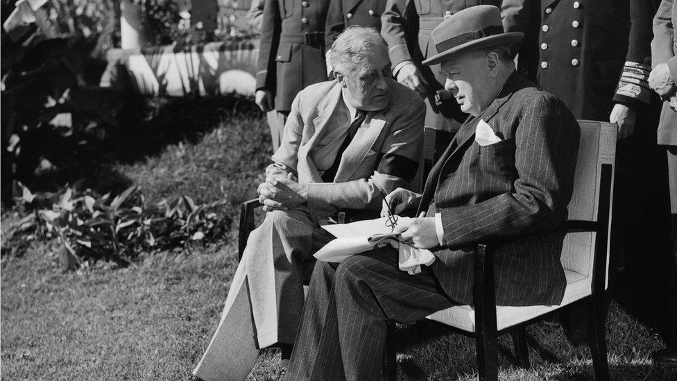 تشرشل وروزفلت في مراكش عام 1943