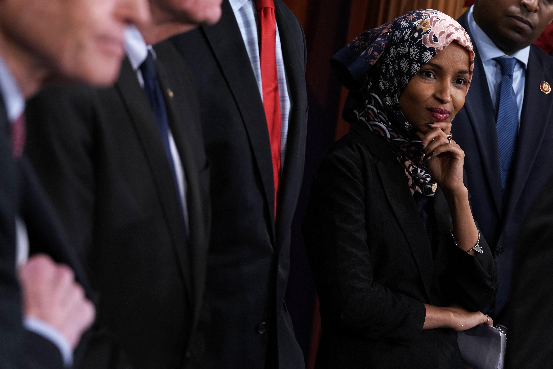 1995年以難民身份進入美國的伊爾汗·奧馬爾(Ilhan Omar)當選為聯邦眾議員,代表明尼蘇達第5選區。