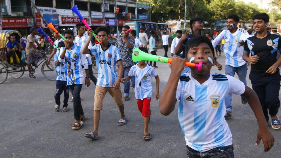 Seguidores de la selección argentina en Bangladesh durante la Copa Mundial de 2018.