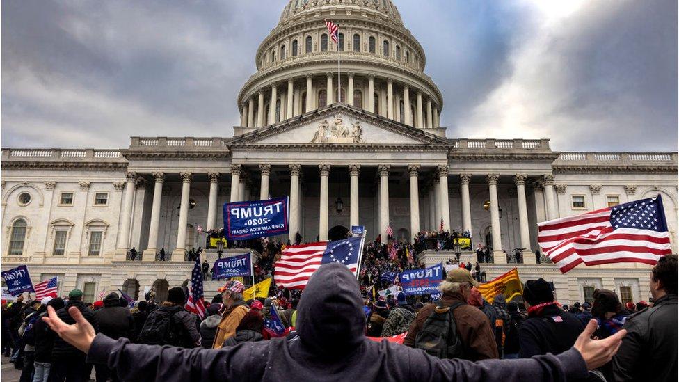 أنصار ترامب يقتحمون مبنى الكابيتول في 6 يناير/ كانون الثاني