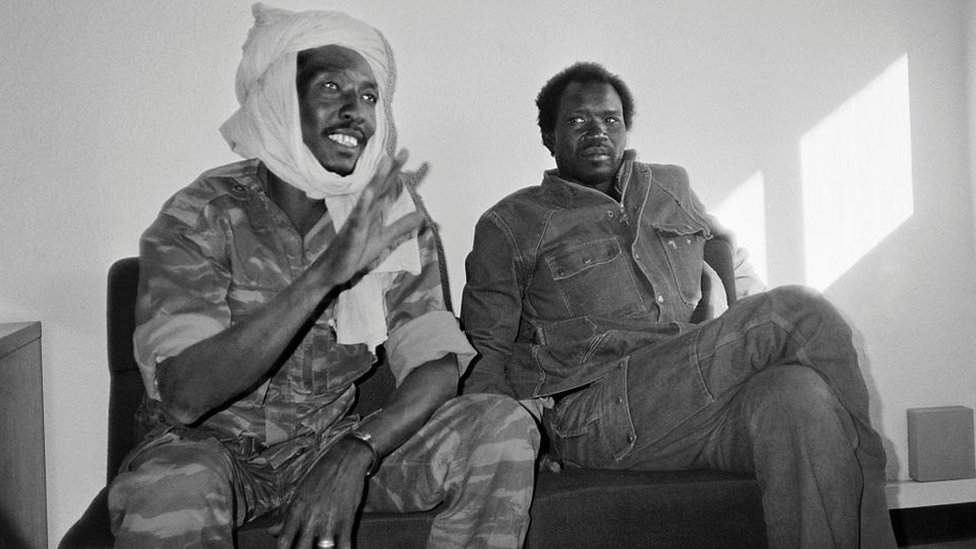 Idriss Deby (L), leader of the Chadian Patriotic Salvation Movement, gives a press conference, on december 2, 1990 as he arrives in N'Djamena.