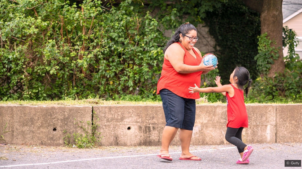 يتعلم الأطفال اللغة في بلد جديد بشكل أسرع من آبائهم