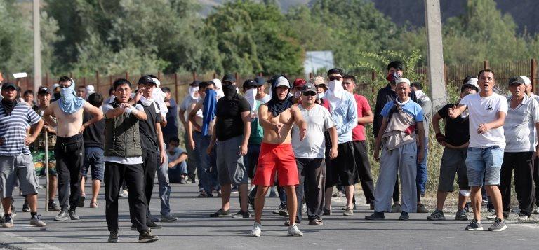Atambayev'in destekçileri