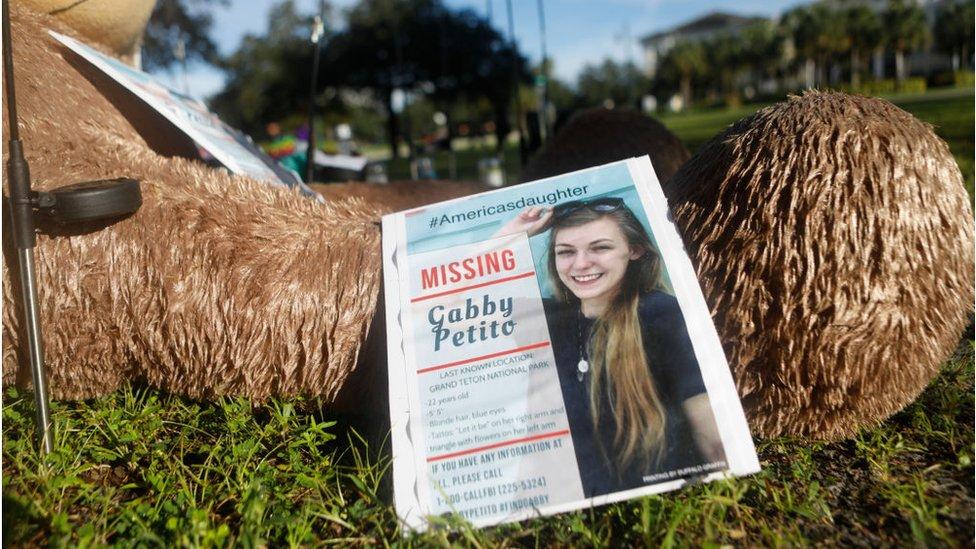 Cartaz de pessoa desaparecida com foto de Gabby Petito