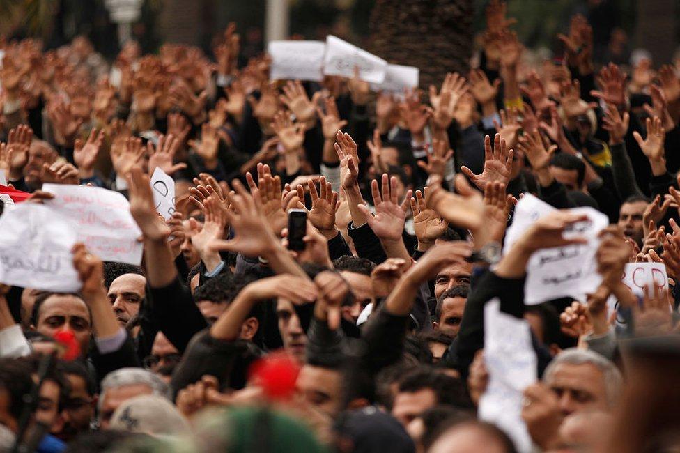الاحتجاجات قبل 10 سنوات اطاحت بالرئيس التونسي آنذاك زين العابدين بن علي